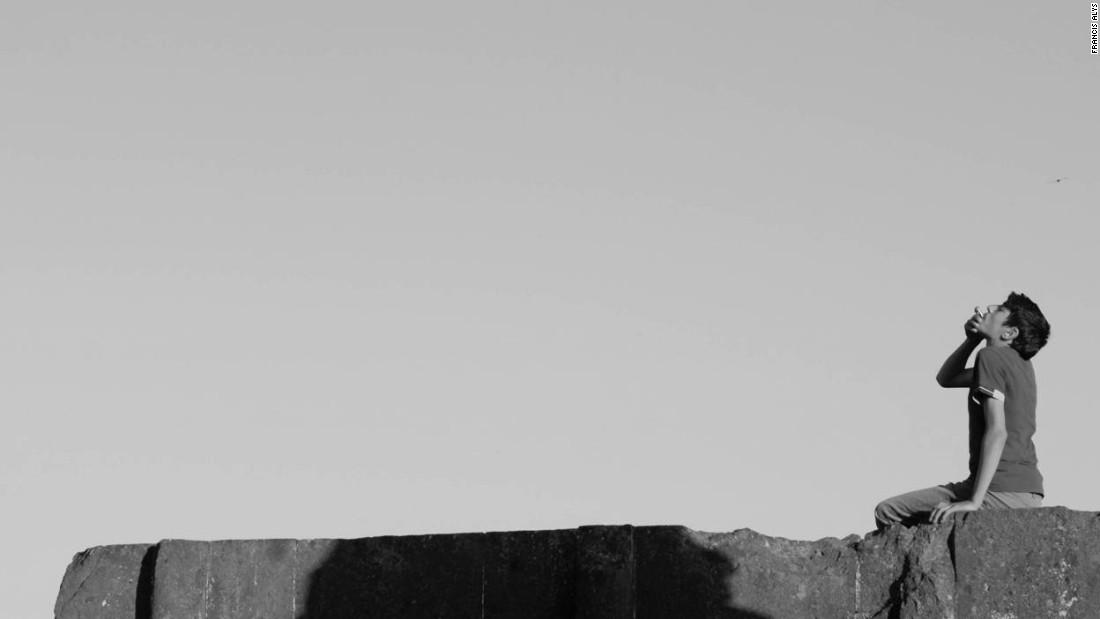 سکوت آنی  (اثری از فرانسیس آلیس در بیینال ۲۰۱۵استانبول-ترجمه سوده عشقی)